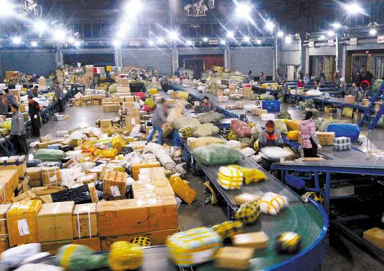 申通和韵达等快递公司也宣布将对全国各网点到达上海地区的快件派送费