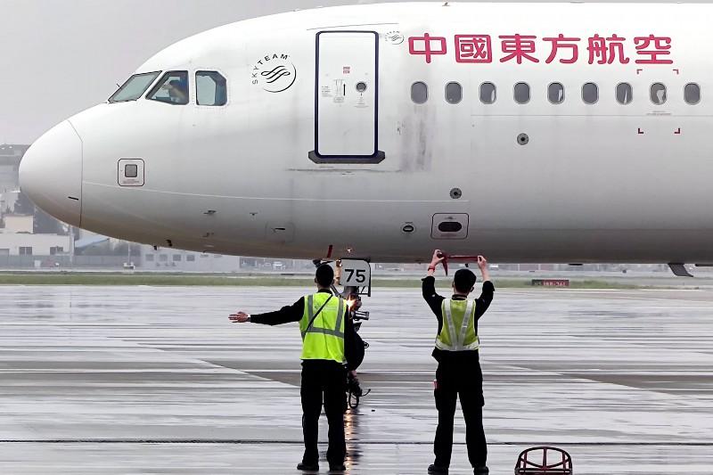 161架东航飞机陆续解除台风系留 东航上海航班运行有序恢复  第3张