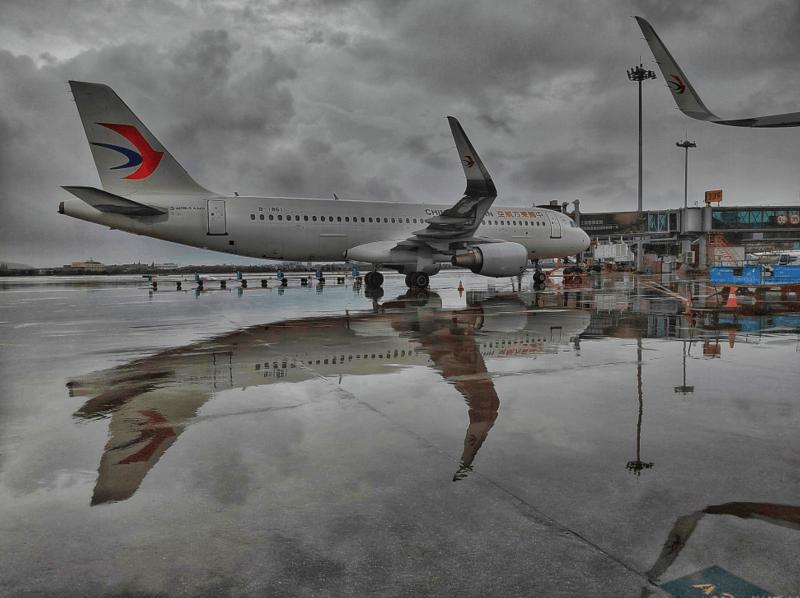 """东航全力迎战台风""""灿都"""" 在上海虹桥、浦东两大机场系留飞机37架  第1张"""