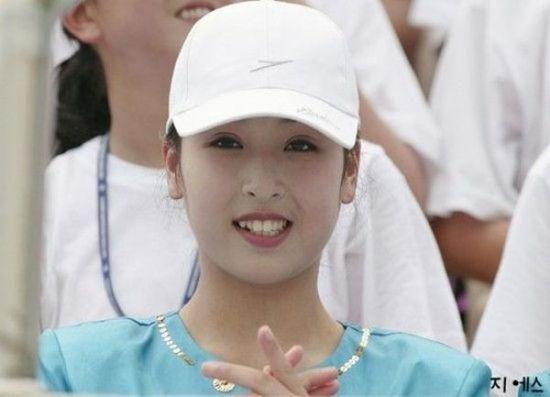 /enpproperty-->   朝鲜    因为朝鲜和韩国虽比邻而居,但两国在很多方面有着不小的差异。如在男女相貌上,就有着韩男朝女之说。故即便是韩国美女为整容终日奔波,仍旧抵不过朝鲜妹子的清丽脱俗。从朝鲜闭国国情来看,朝鲜女子吃苦耐劳,纯洁善良不贪风月,嫁为人妇后相夫教子是她们的理想。在中国东北地区,有不少朝鲜新娘。冬天时候,她们能轻松渡过鸭绿江国界线,如果遇上倾心的中国男子,就会努力地学习汉语,取悦对方,争取成为中国新娘。